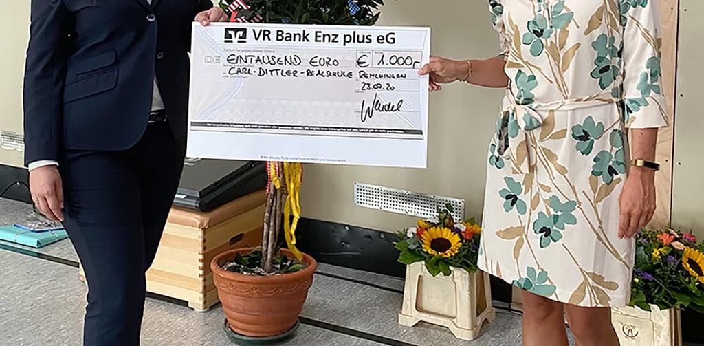 vr_enzbank_plus_scheckuebergabe
