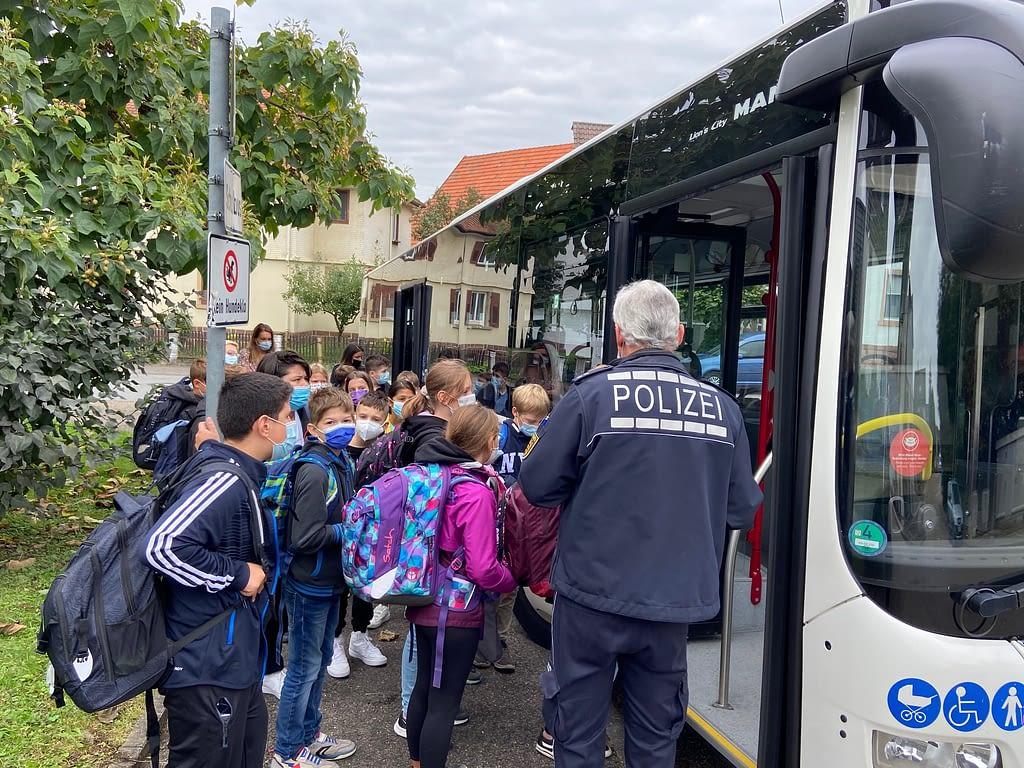 Start der neuen 5er an der Carl Dittler Realschule mit einem Bustraining